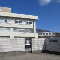 1920px-Hyogo_Prefectural_Takarazuka_High_School[1]